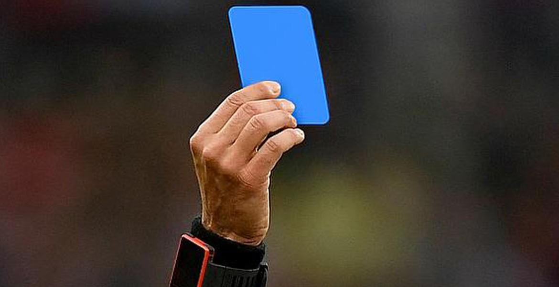 Tarjeta Azul para conmoción cerebral y retiro de campo de juego